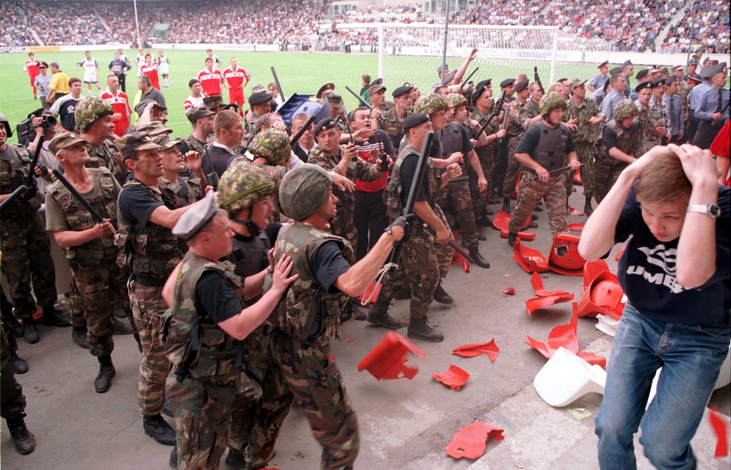 22 года легендарному побоищу на стадионе в Раменском. Озверевший ОМОН успокаивали футболисты «Спартака» и Романцев