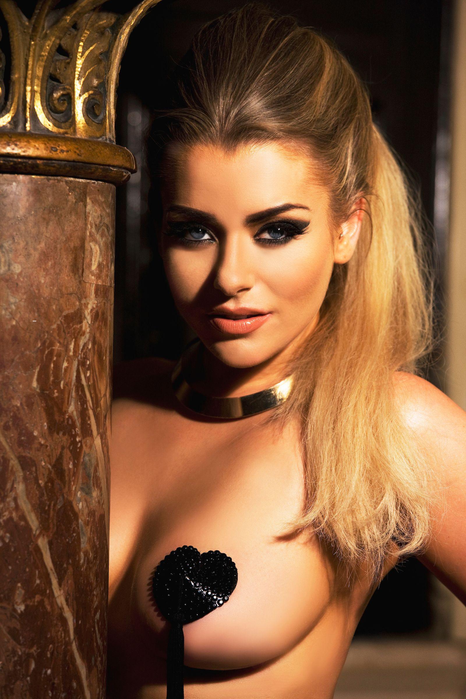 Фанатка дня. Эми Кристоферс — экс-модель «Playboy» , журналистка, телеведущая и ярая болельщица «Челси»!