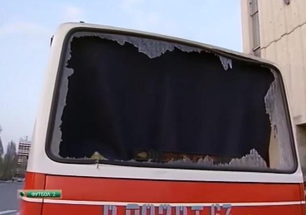В 1996-м губернатор Самары кричал «Позор» футболистам «Спартака», а болельщики «Крыльев» побили стекла в автобусе гостей