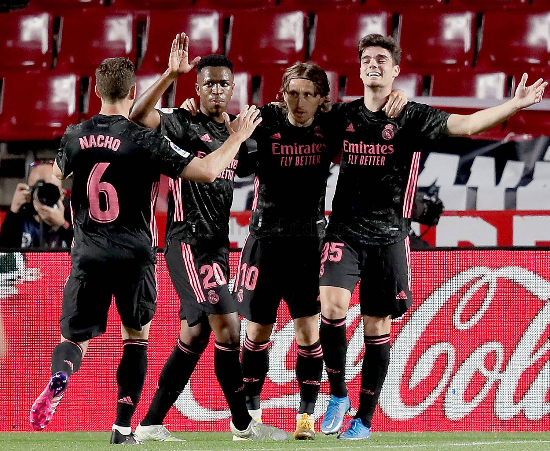 «Реал» в погоне за «матрасниками». Победа над «Гранадой». Не обзор