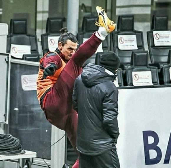 Златан вернулся – и сразу перекинул ногу через тренера. В 39 он все еще в великолепной форме