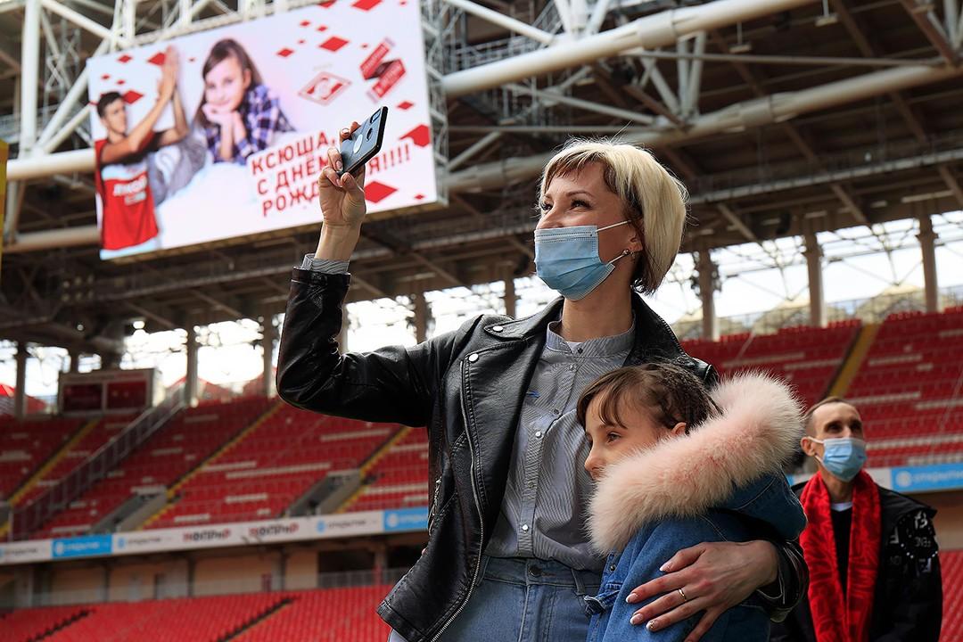 Александр Соболев оплатил протез подопечной фонда «Спартак — детям» и пригласил ее на «Открытие Банк Арену»