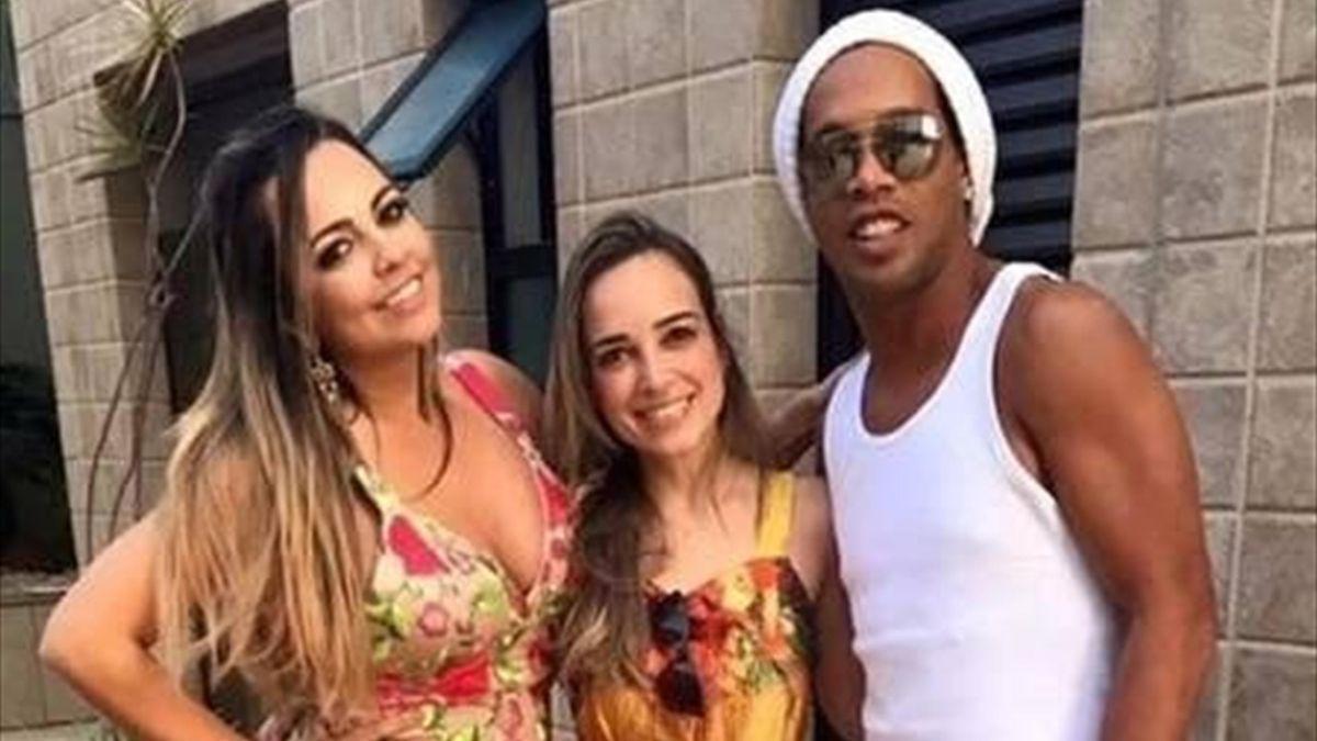 Роналдиньо снова влип в судебный скандал. Бывшая жена требует от него алиментов и раздела имущества