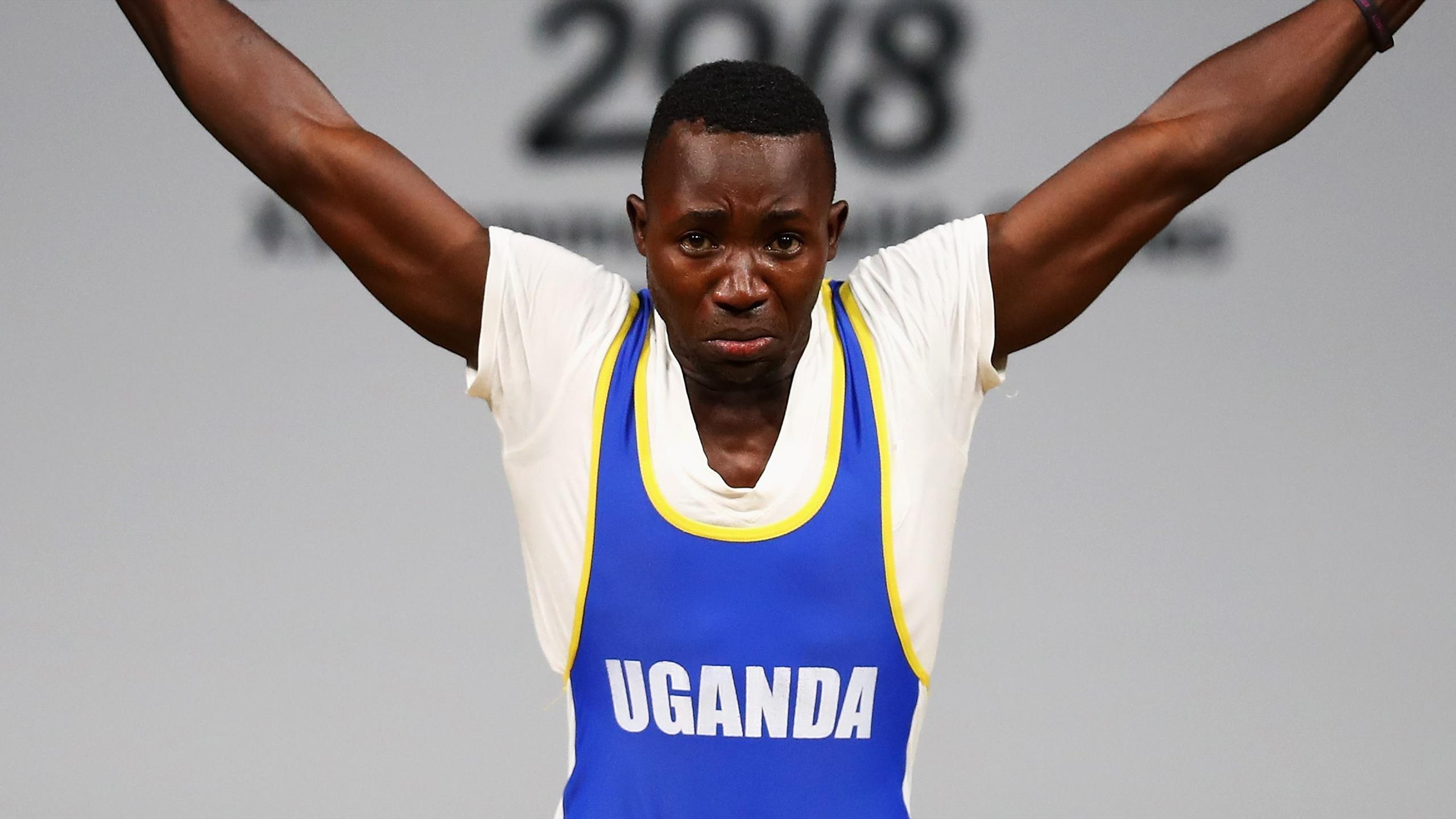 Штангист из Уганды сбежал с базы в поисках лучшей жизни. Его нашли и депортировали на родину
