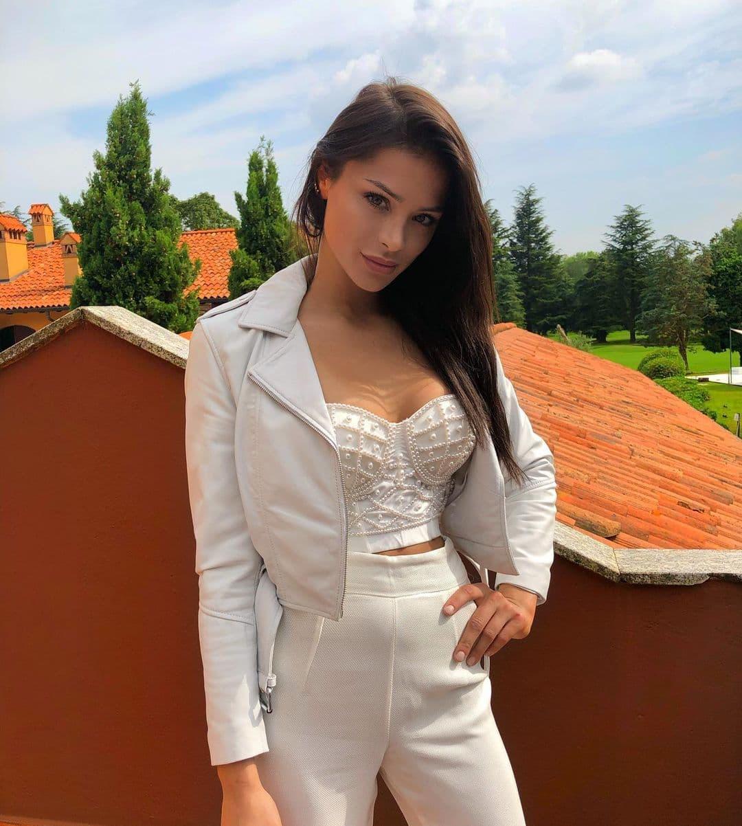 Сандра Дзивишек – любимая девушка гонщика «Уильямса» Николаса Латифи. И бывшая подруга Войчеха Шченсного!
