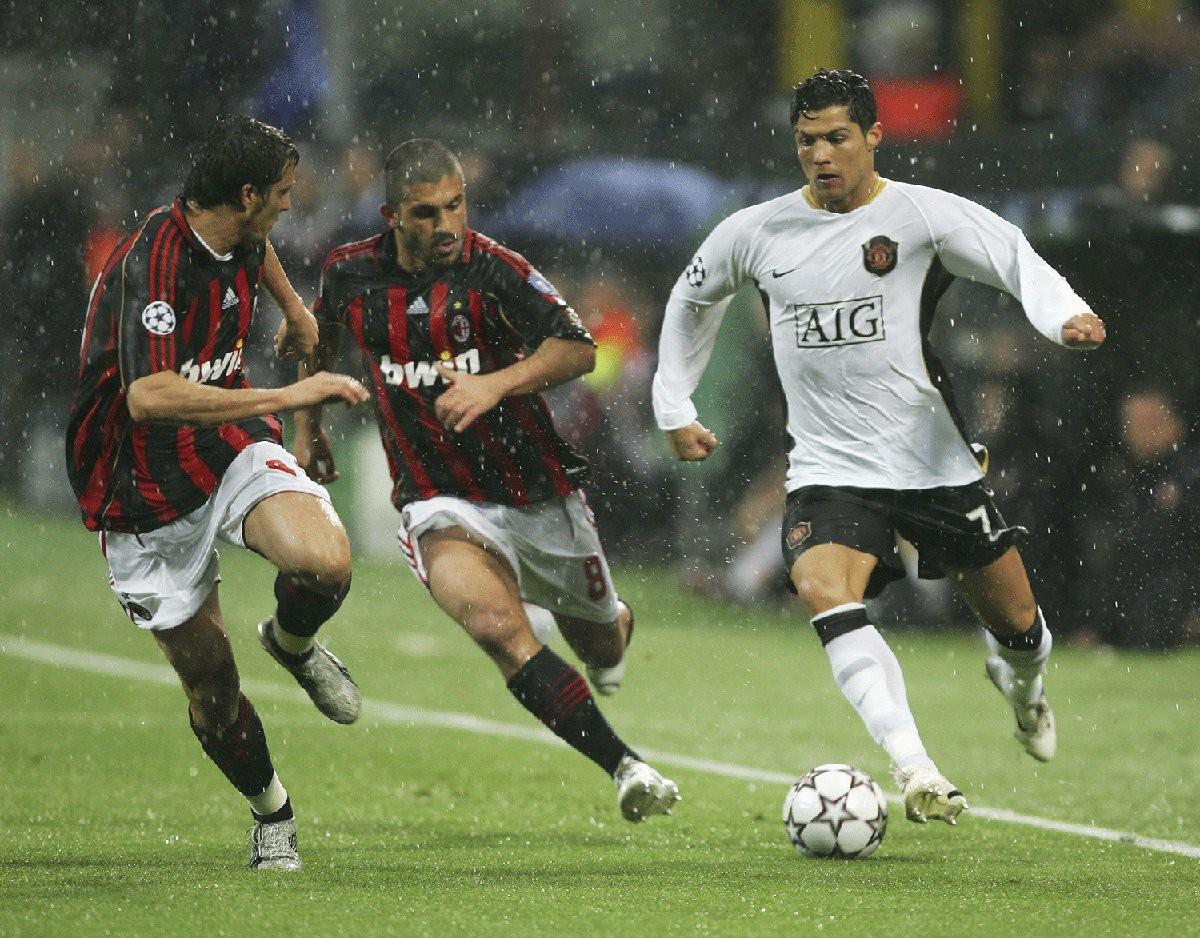 «Юнайтед» - «Милан»: футбольный делориан в Лиге Европы
