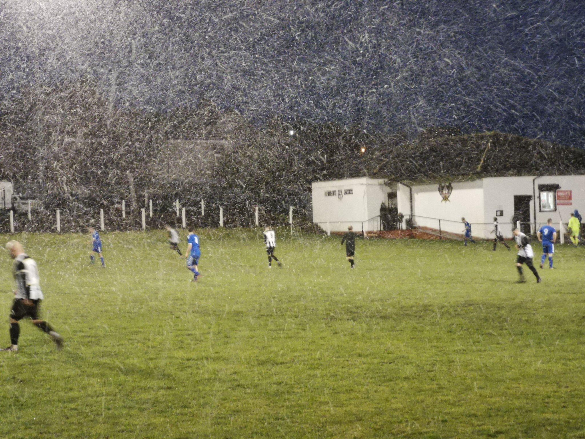Клуб из английских низов сделает на форме логотип ютуб-канала: блогер помог собрать деньги на зарплаты и заботу о стадионе