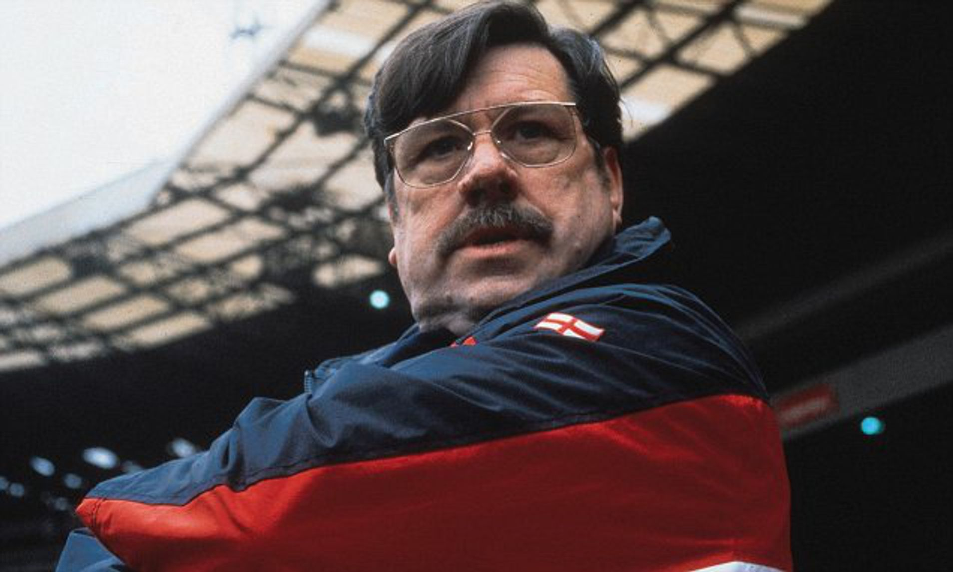 Как режиссер «Яйцеголовых» снял футбольный «Голый пистолет» и обозначил главную проблему английского футбола