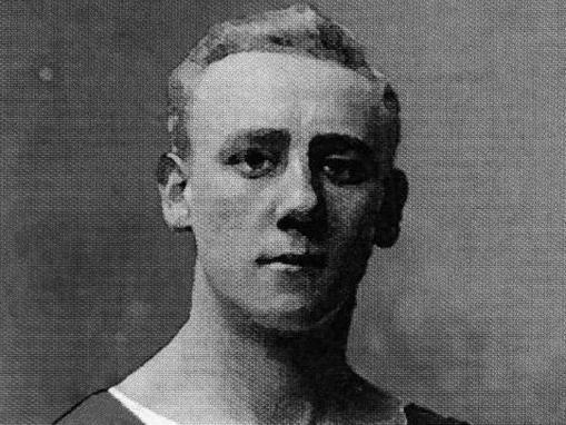 История легенды футбола Шорхэма Берта Лонгстаффа, возрожденного в книге «Брайтон и Хоув Альбион»