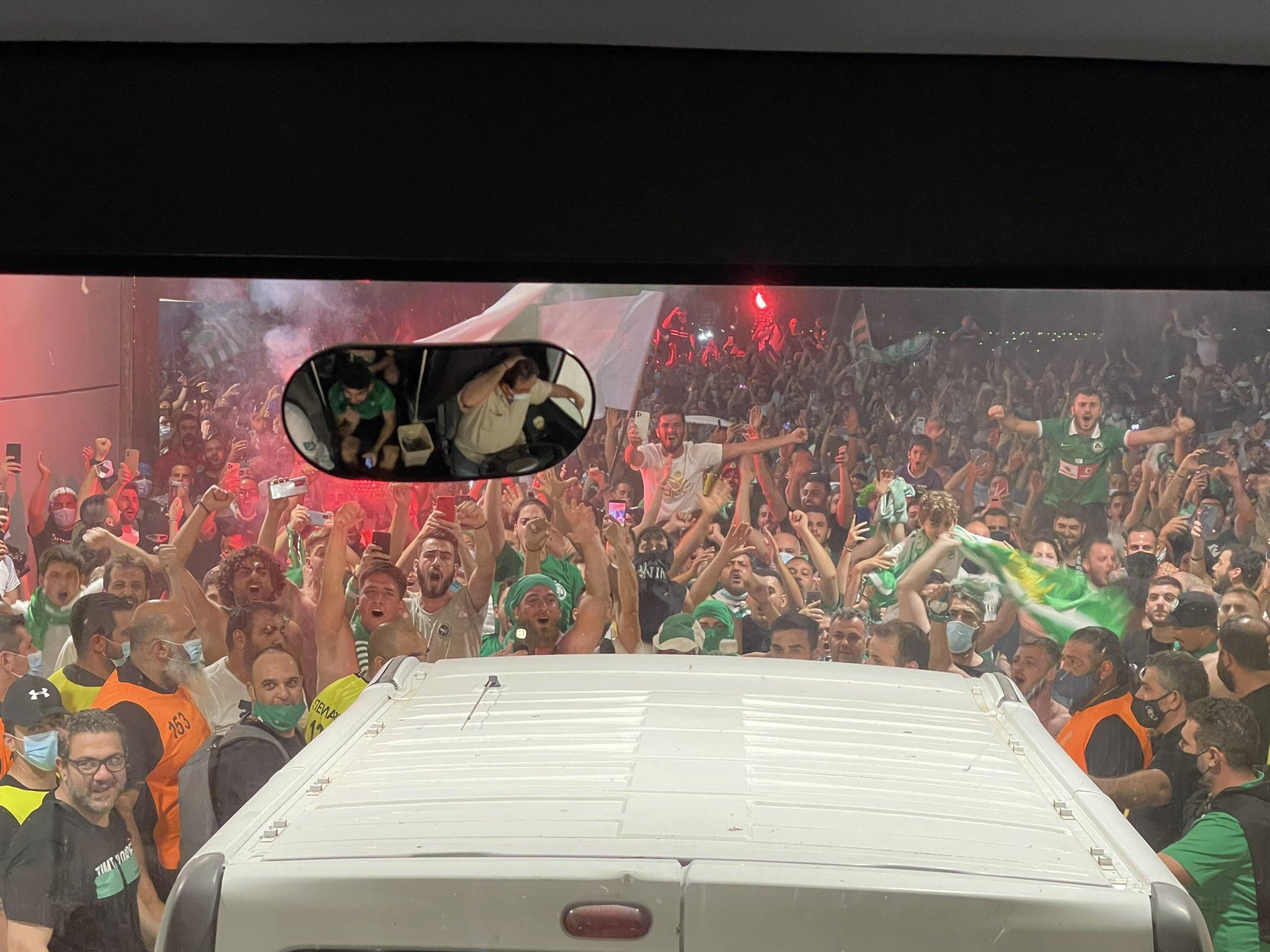 Кипрская «Омония» несколько минут после окончания матча ждала исход игры главного конкурента. Всей командой уткнулись в один смартофон, а после – бурно радовались
