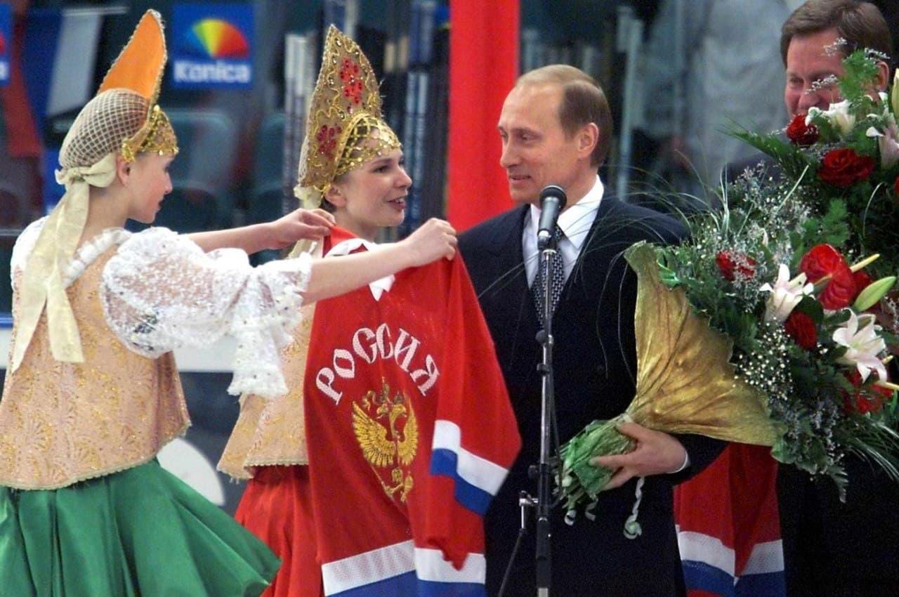 Санкт-Петербург, Путин, «Дыр-тим». 21 год назад стартовал самый провальный ЧМ в истории сборной России по хоккею