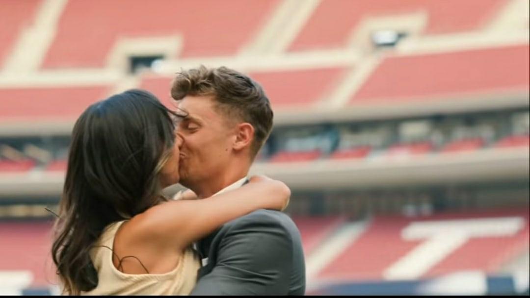 Льоренте сделал возлюбленной предложение на стадионе «Атлетико» – она растрогалась и, конечно же, согласилась