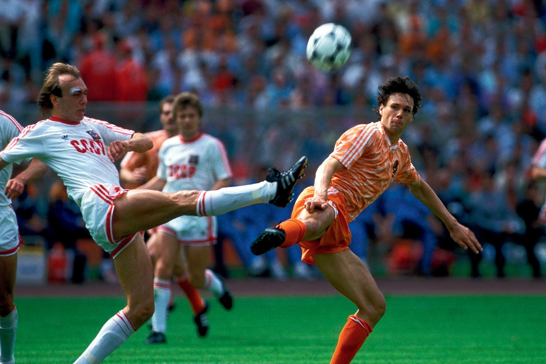 В 1977-м состоялся первый молодежный ЧМ. Золото взяла сборная СССР, а 4 игрока потом участвовали на взрослых ЧМ