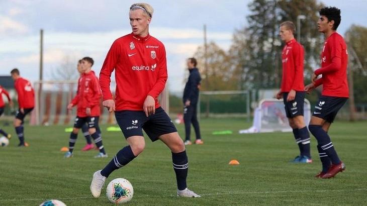 Двоюродный брат Холанда устроил шоу в Норвегии: забил 64 гола в 37 матчах – и уехал в молодежку «Мольде» (по маршруту Эрлинга)