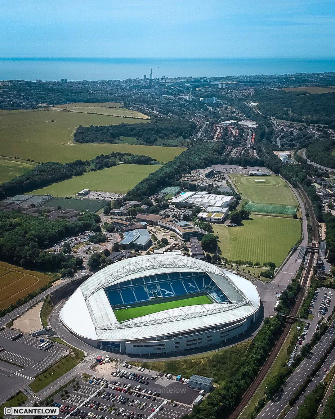 Фотографии с дронов английского стадиона «Фалмер», на котором выступает «Брайтон»