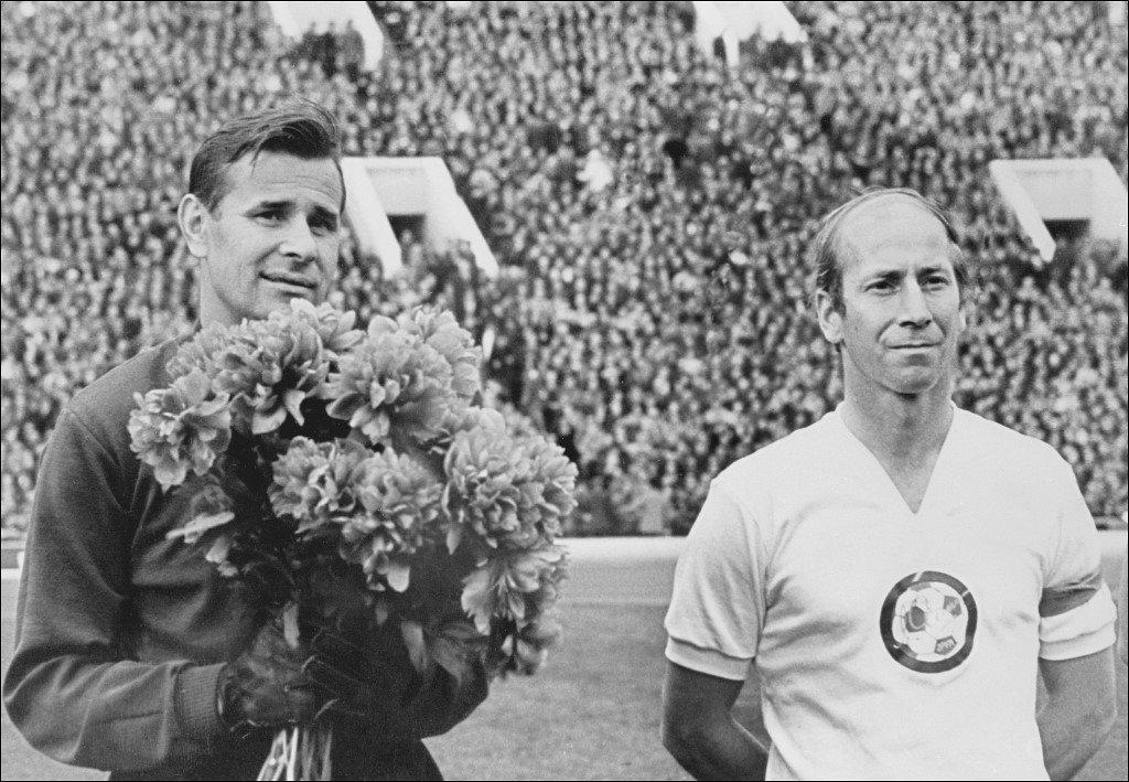 «Спасибо, народ!» 50 лет назад состоялся прощальный матч Льва Яшина