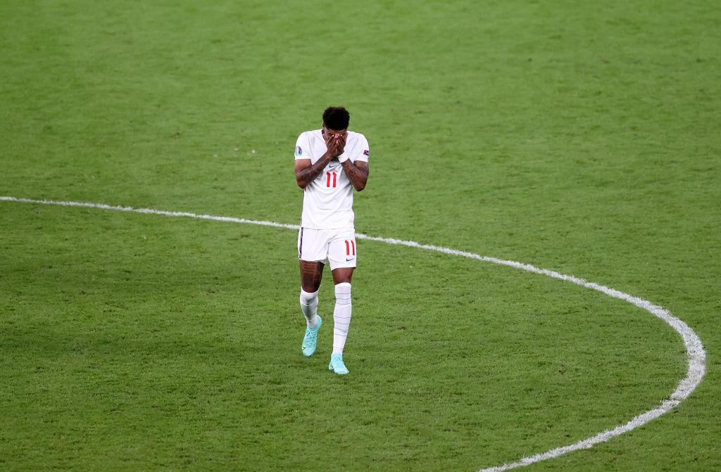 Английский клуб вышвырнул трех футболистов академии за расистские высказывания в адрес Сака, Санчо и Рэшфорда
