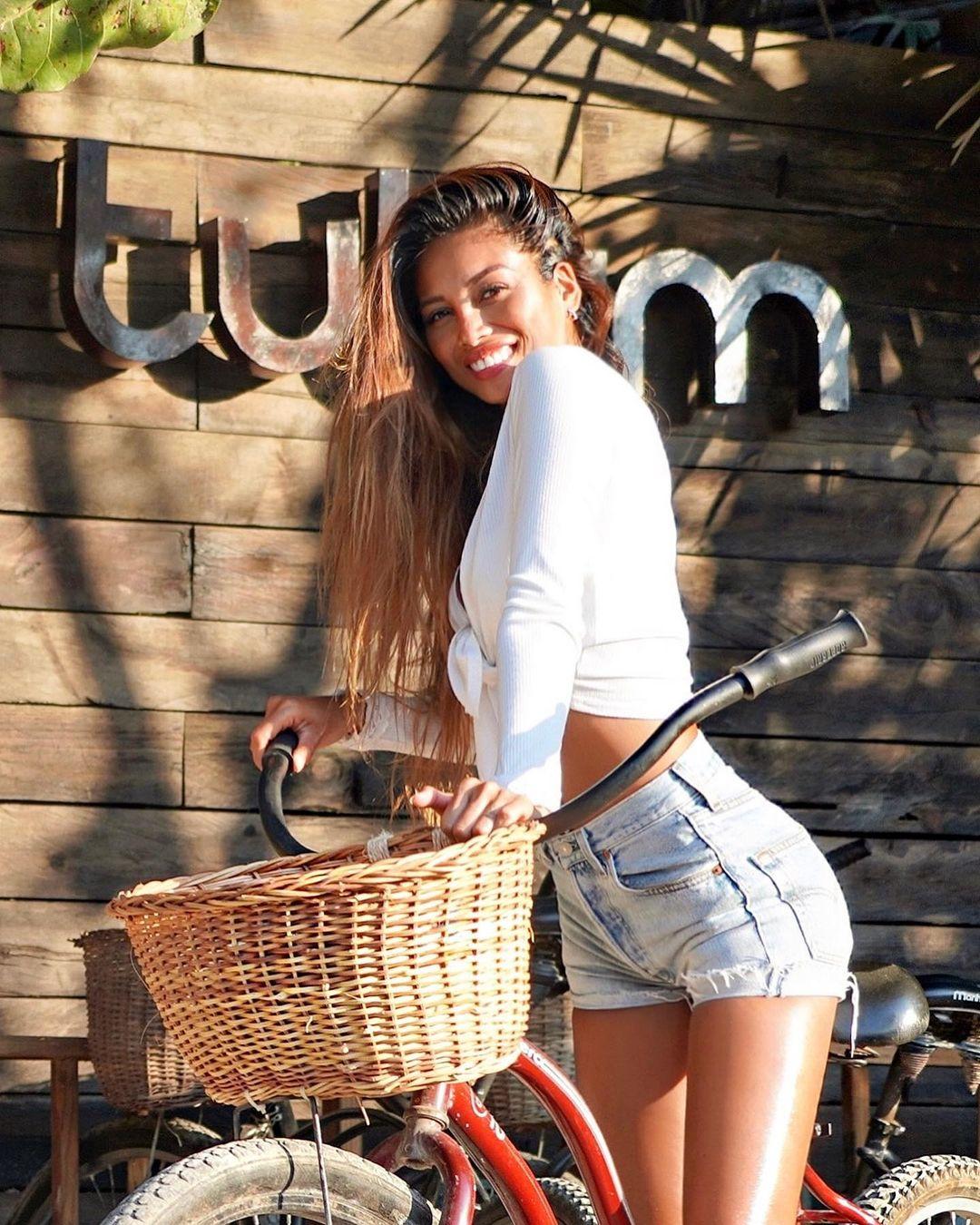Сетани Тэйнг – девушка Юлиана Дракслера с очень яркой внешностью. Футболист явно любит экзотику!