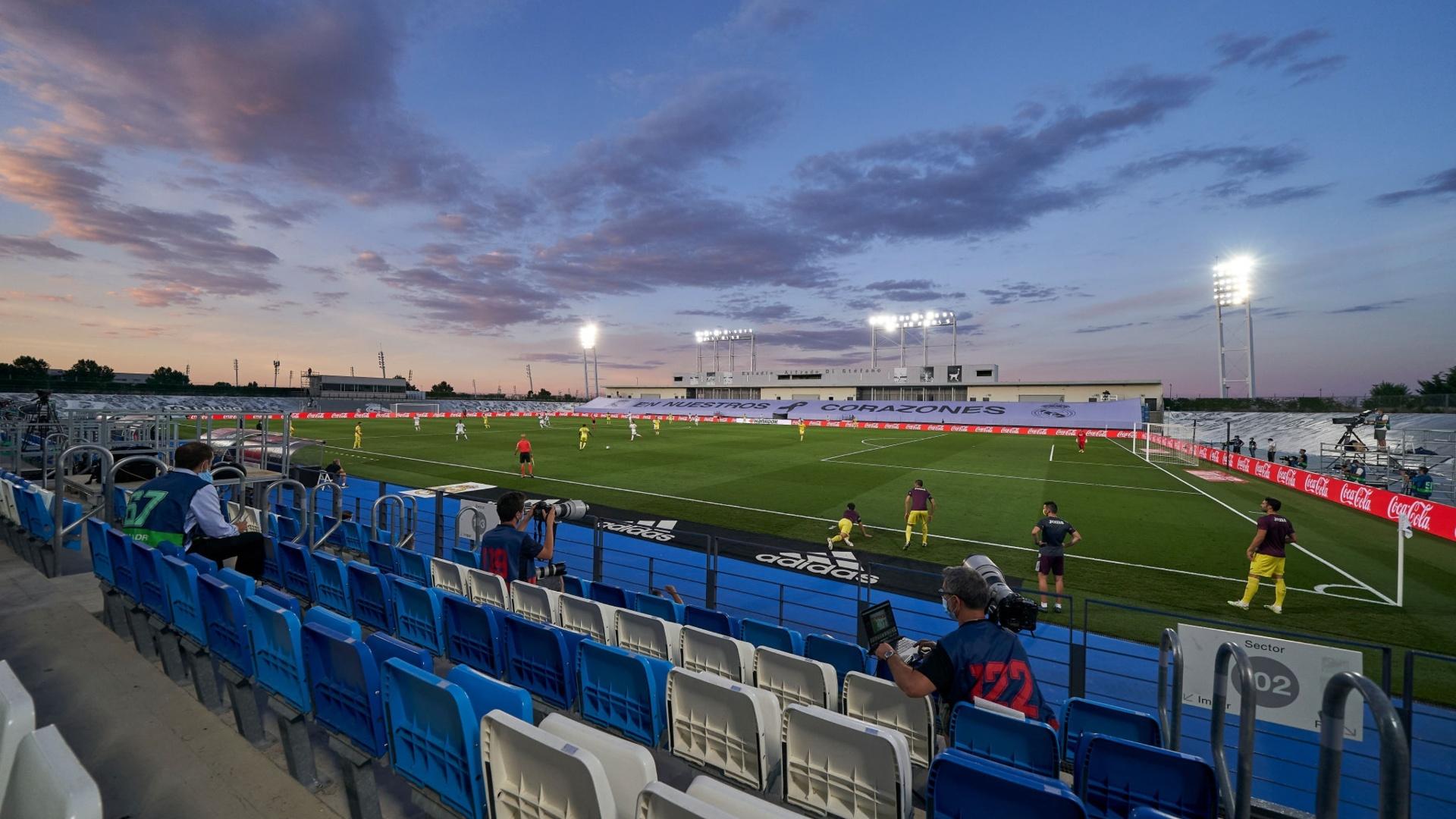«По крайней мере, «Энфилд» – настоящий стадион». Клоппу не понравилось резервное поле «Реала» – ему пообещали прислать 3D-модель арены