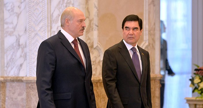 Беларусь и Туркменистан роднит не только диктатура, но и планы на проведение топ-турниров по велоспорту. Вот как азиатский коллега Лукашенко фанатеет от велика