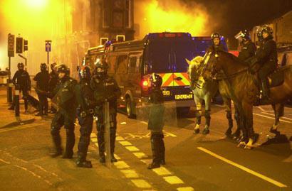 Burnley Suicide Squad. Кровавая жесткость, битва за город и убийство