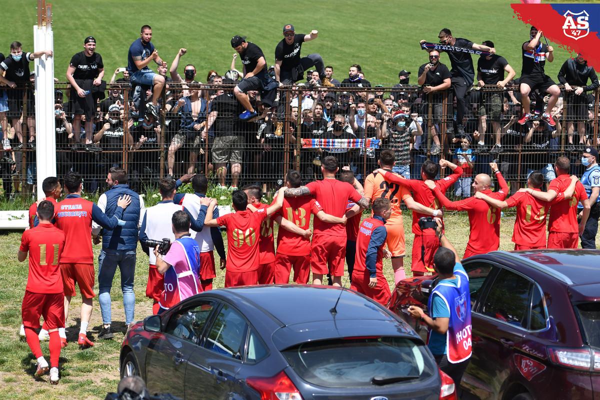 Великий «Стяуа» разделили на 2 команды. Вчера одна из них поднялась до 2-й лиги и вскоре встретится с клубом-самозванцем