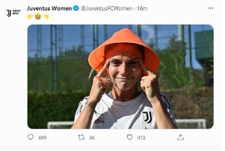 Твиттер вскипел из-за поста женского «Юве»: футболистка сделала раскосые глаза, сммщик добавил эмодзи 👉😆👈