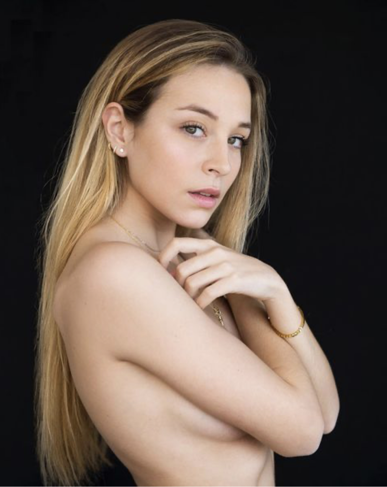 Андреа Фрейхомиль — подруга защитника «Барселоны» Оскара Мингеса