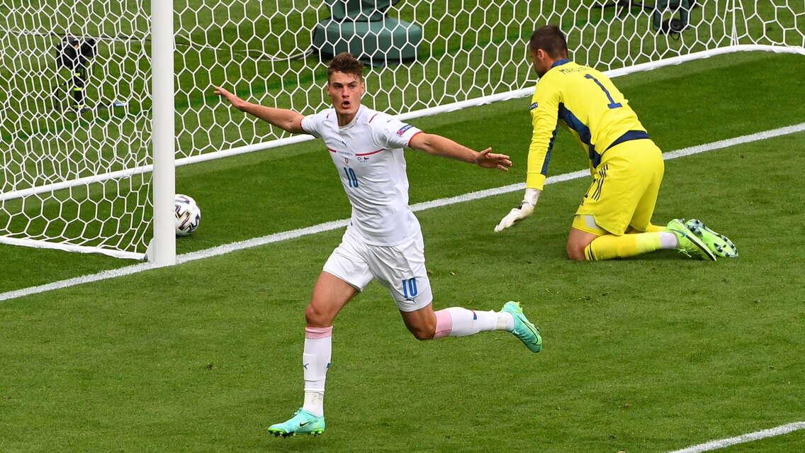 Евро - турнир аутсайдеров: греки побеждали, исландцы и североирландцы зажигали. Не стоит принижать непопулярные сборные!