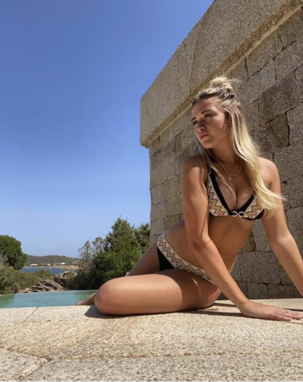 София Кальцетти — девушка  форварда «Манчестер Сити» Серхио Агуэро.Ради неё футболист променяет Манчестер на Барселону!