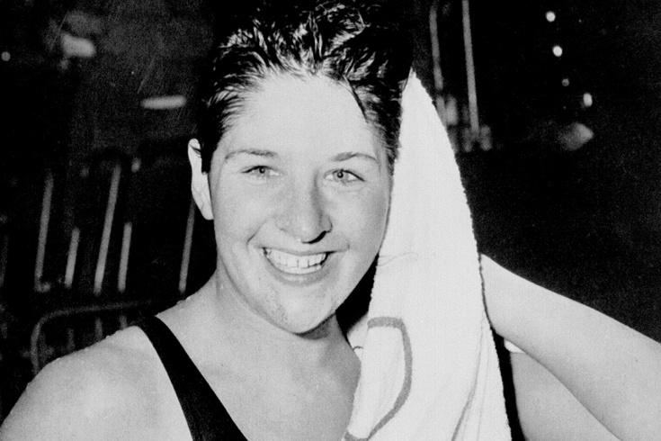 Она просто хотела развлечься, но оказалась в полицейском участке. Так закончилась карьера величайшей пловчихи XX века