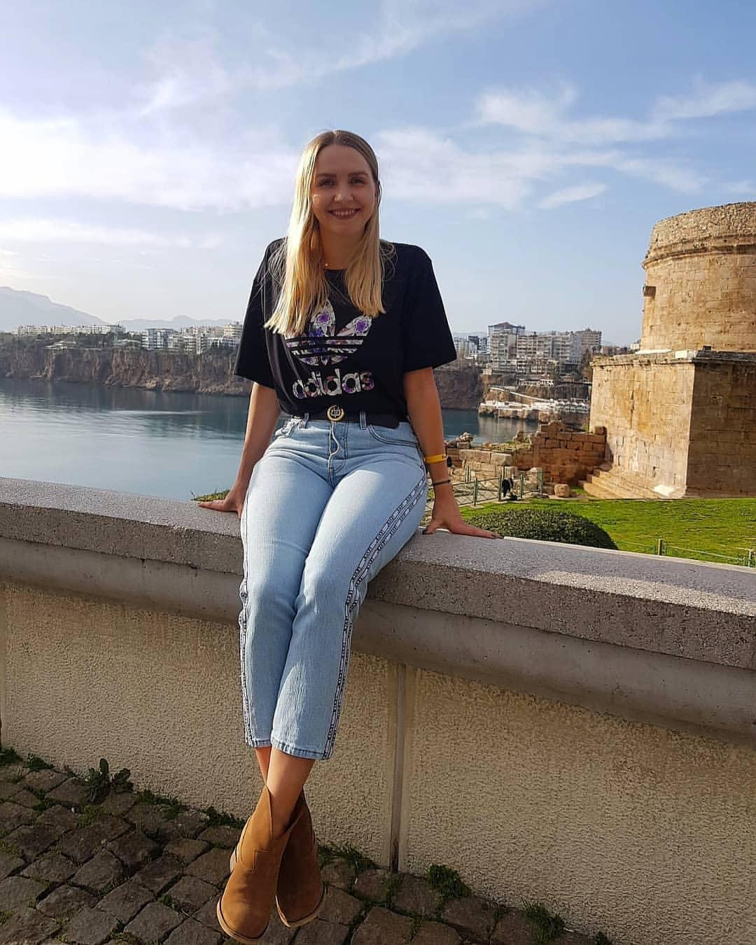Наталья Садовская – очаровательная чемпионка мира по шашкам. Она убрала флаг Польши в знак в солидарности с россиянкой