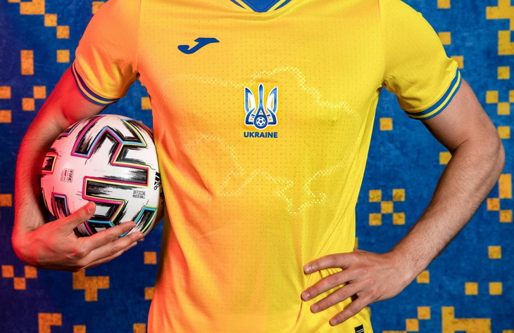 Сборная Украины по футболу, Андрей Павелко, Политика, игровая форма