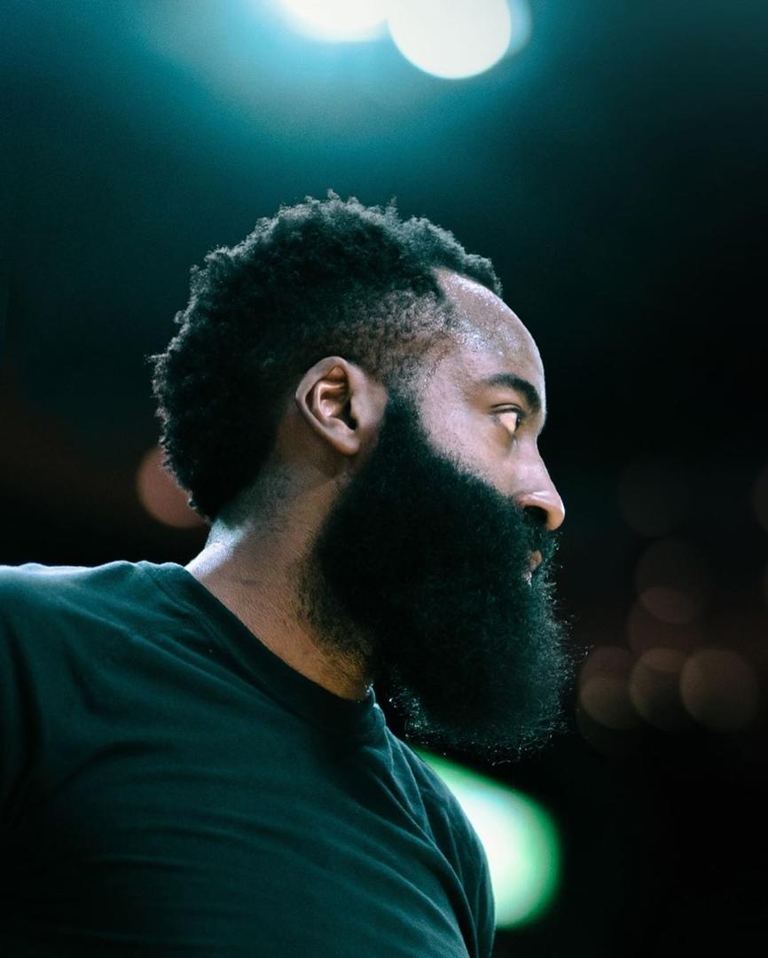 «Magic» vs «Beard»: Противостояние Луки Дончича и Джеймса Хардена в фотографиях