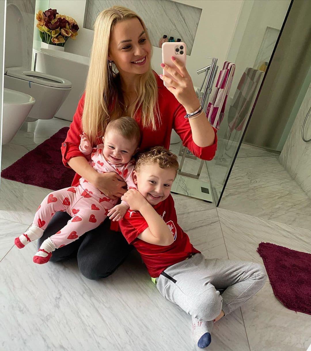 Клара – жена бывшего форварда ЦСКА Томаша Нецида. У пары полный семейный комплект!
