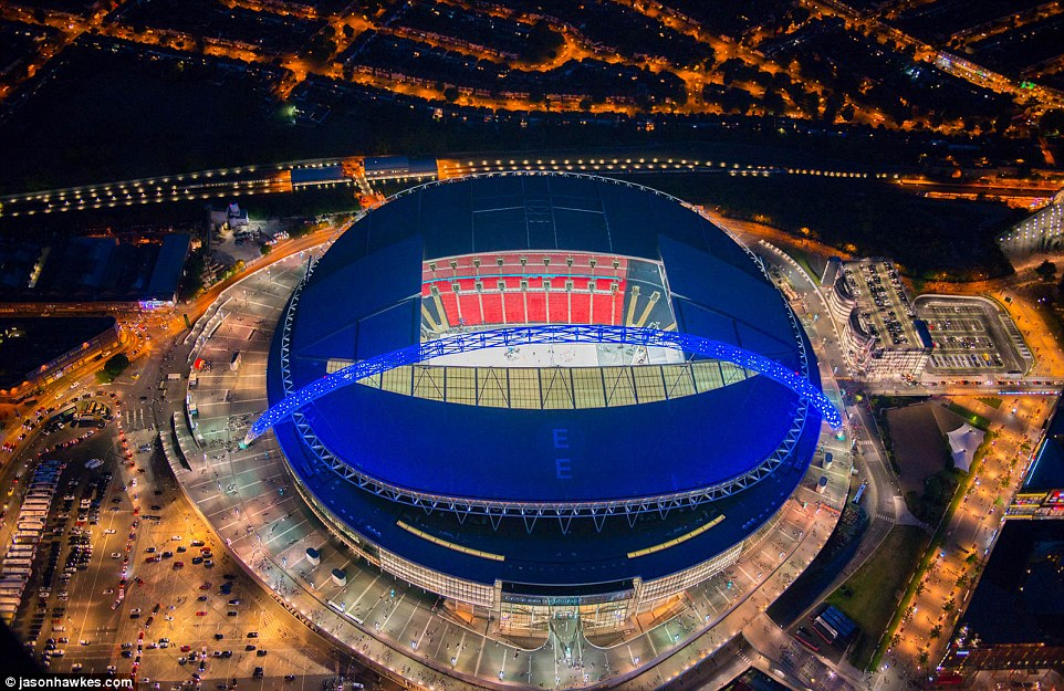 выбрать самые большие стадионы великобритании убийцы которые проводили