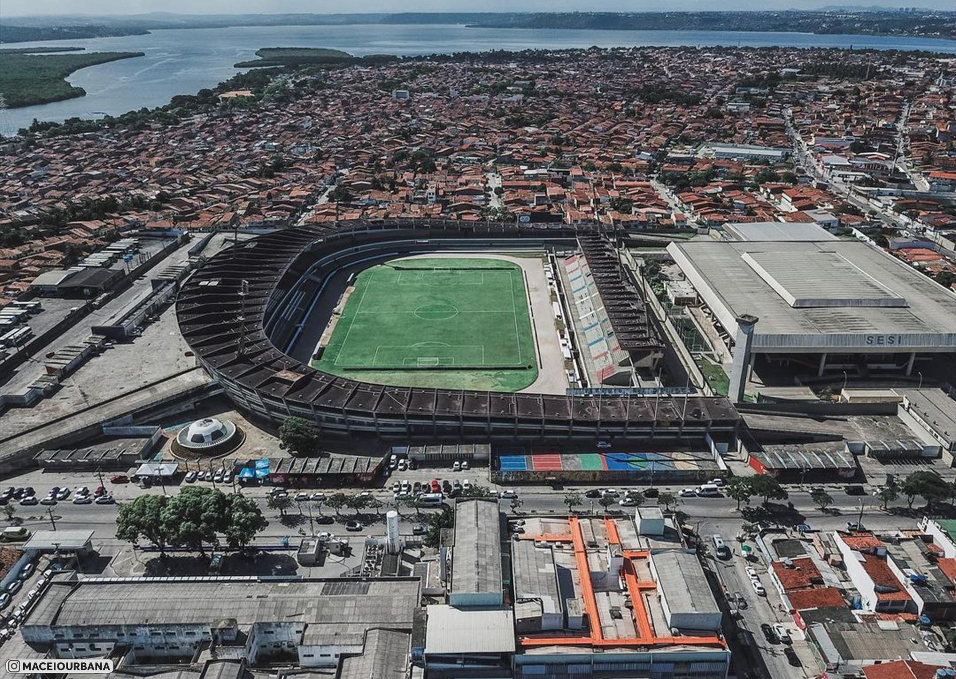 Бразильский стадион, названный в честь легендарного футболиста Пеле (Estadio Rei Pele). Показываем его с высоты