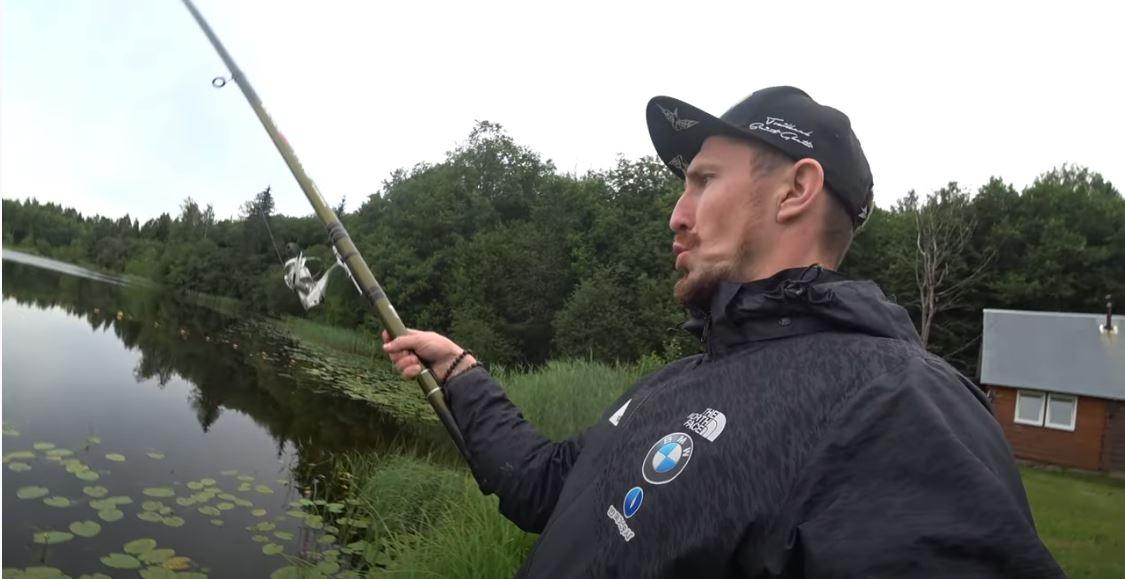 Лапшин теряет мышечную массу, меняет стрелковые изготовки и рыбачит на сборе в Тверской области