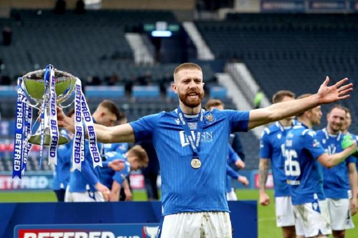Защитник Руни – герой «Сент-Джонстона». Год назад его подписали из шотландского чемпионшипа – и он принес клубу второй и третий трофей за 136-летнюю историю