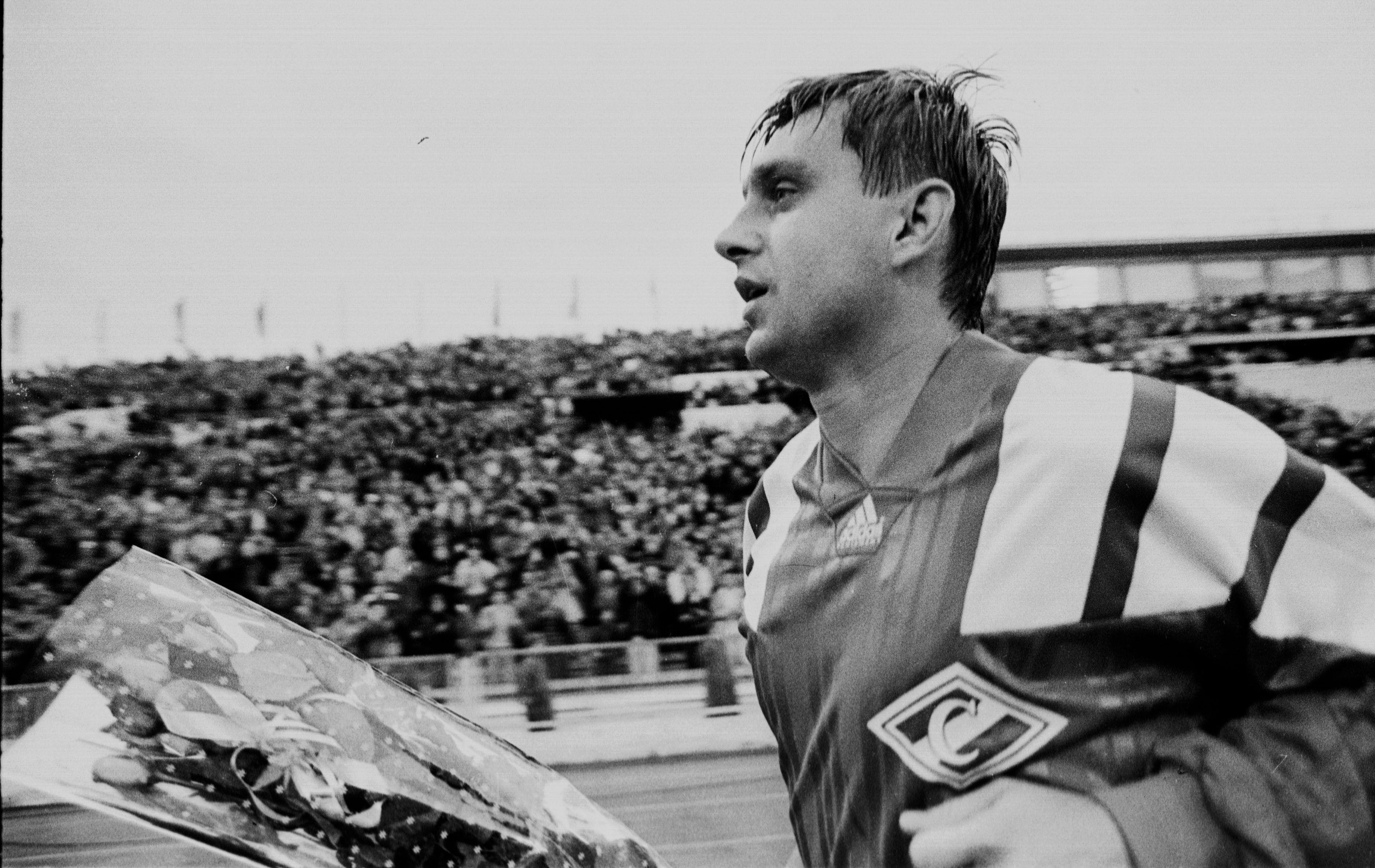 27 лет назад состоялся прощальный матч Федора Черенкова. Любимый футболист ушел под «Виват, король!»