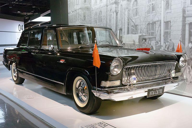 Главная достопримечательность нового «Дакара»: прокачанная реплика китайского президентского лимузина из 50-х с дизайном от «Волги»
