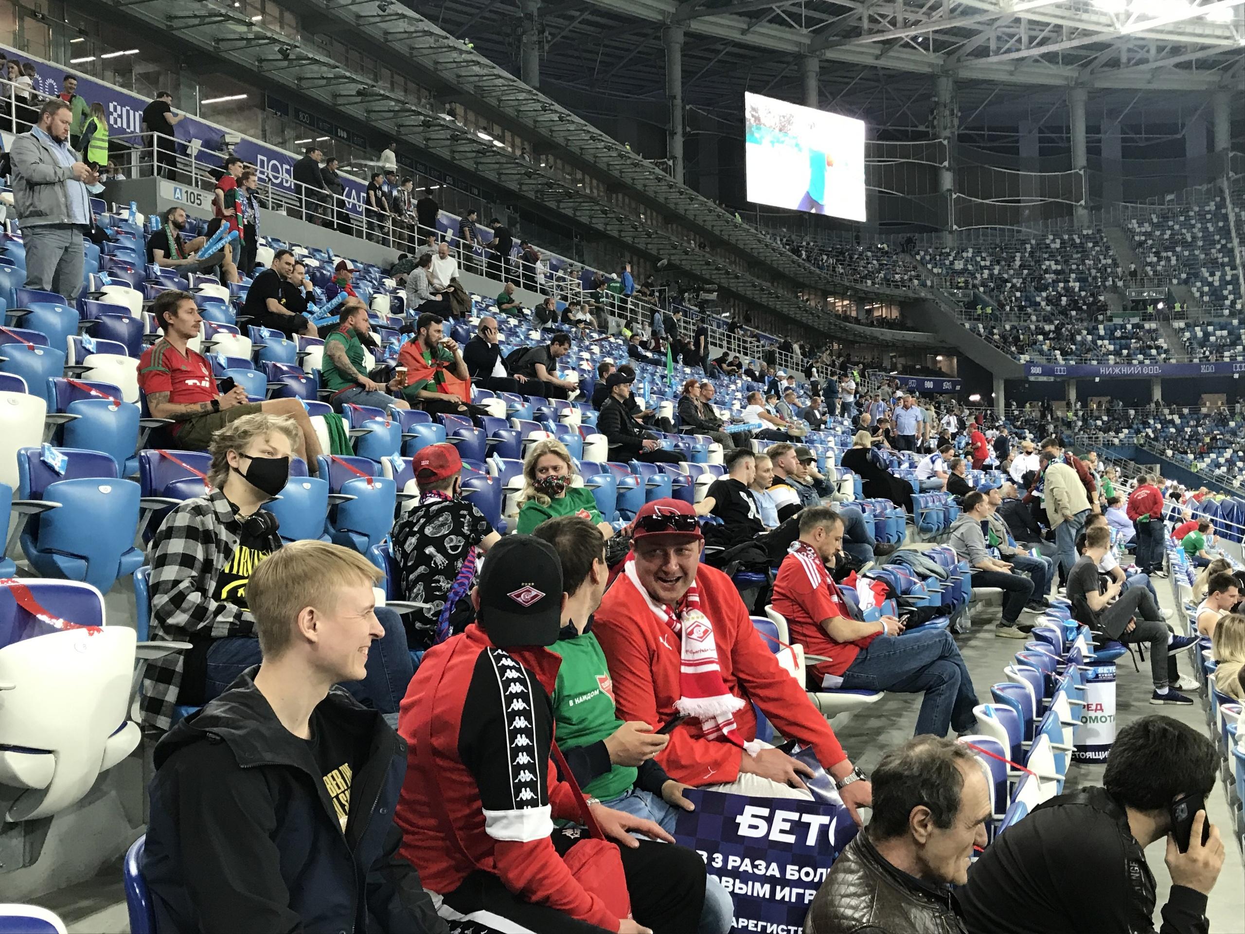 Мощный перфоманс Самары, поздравление Семина и безумные выходки фанов «Локо». Каким был финал кубка со стороны