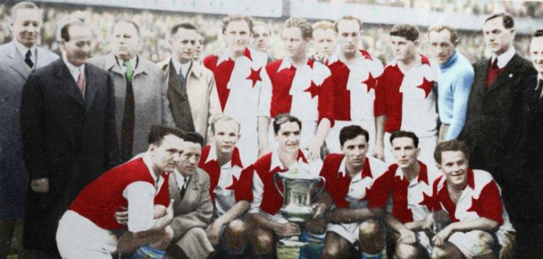 Евро-60 – не первый турнир сборных континента. Они разыгрывали трофей с 20-х и иногда дрались – сборная Италии в Вене убегала от фанатов