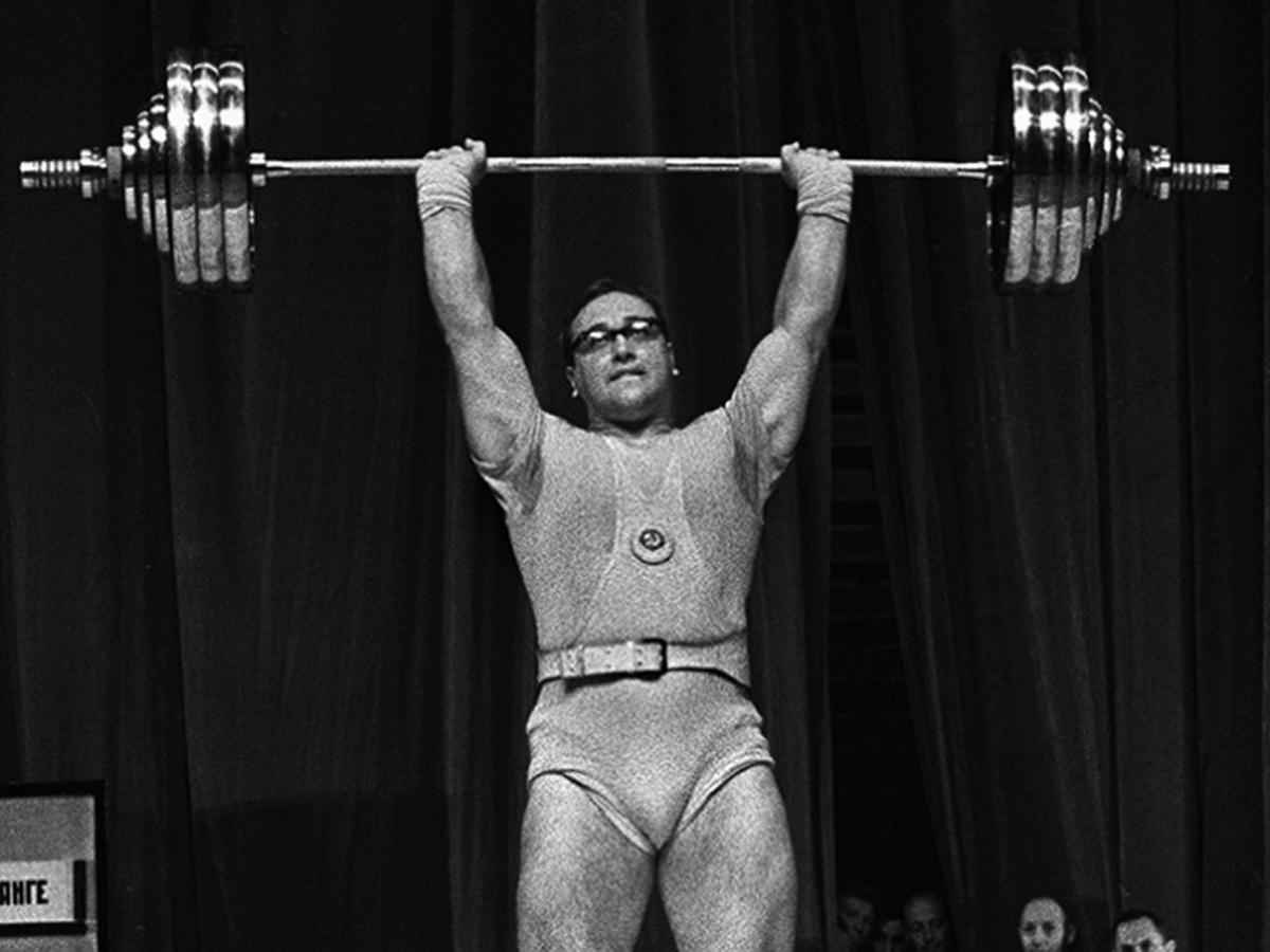 Лучший тяжелоатлет СССР закончил карьеру шокирующим поражением: как сильнейший человек планеты Власов это допустил?