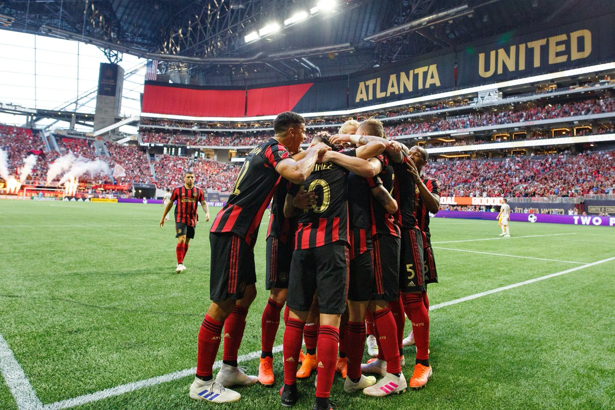 «Атланта Юнайтед» провела топовую презентацию формы: лазерное шоу на стадионе, диджей, рэп и мерч-трейлер – огонь!