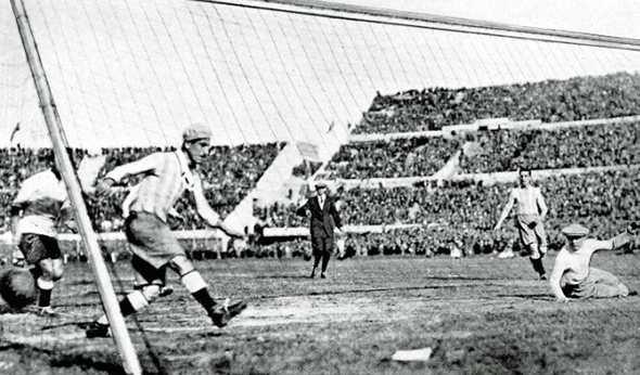 Когда-то футболисты умирали от столбняка: клубы защищали свои права в суде, а на поле даже не было медиков