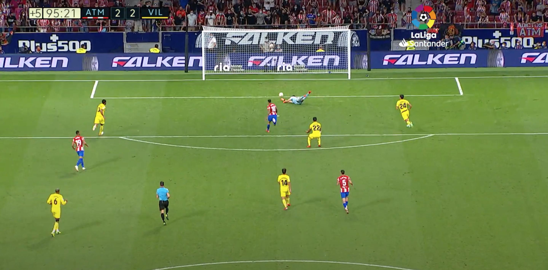 Исход матча с «Атлетико» решил защитник «Вильярреала». Он срезал мяч в свои ворота, когда вратарь был готов его забрать