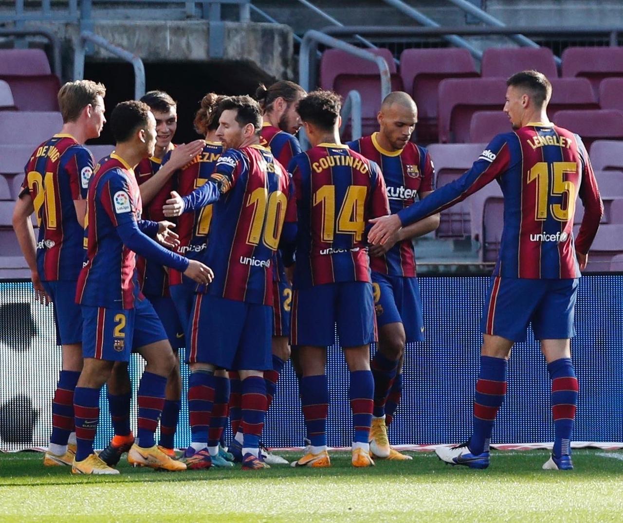 Месси на любимой позиции, активная группа атаки каталонцев против обороны «Осасуны» – «Барселона» берет три очка