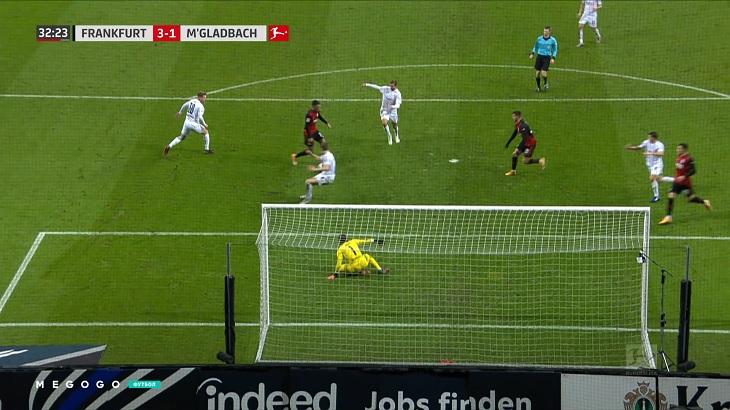 Красивая перестрелка «Айнтрахта» и «Гладбаха»: «Боруссия» проигрывала 1:3 и забила два в добавленное
