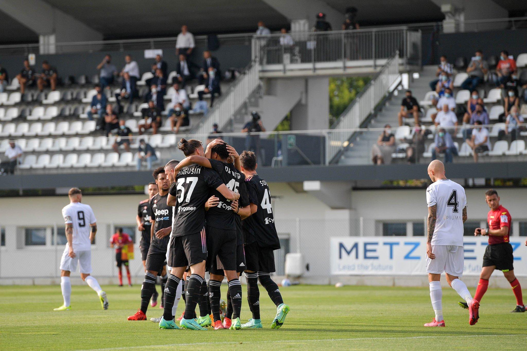 «Ювентус» разобрался с «Чезеной» 3:1 в первом матче сезона. Как это было